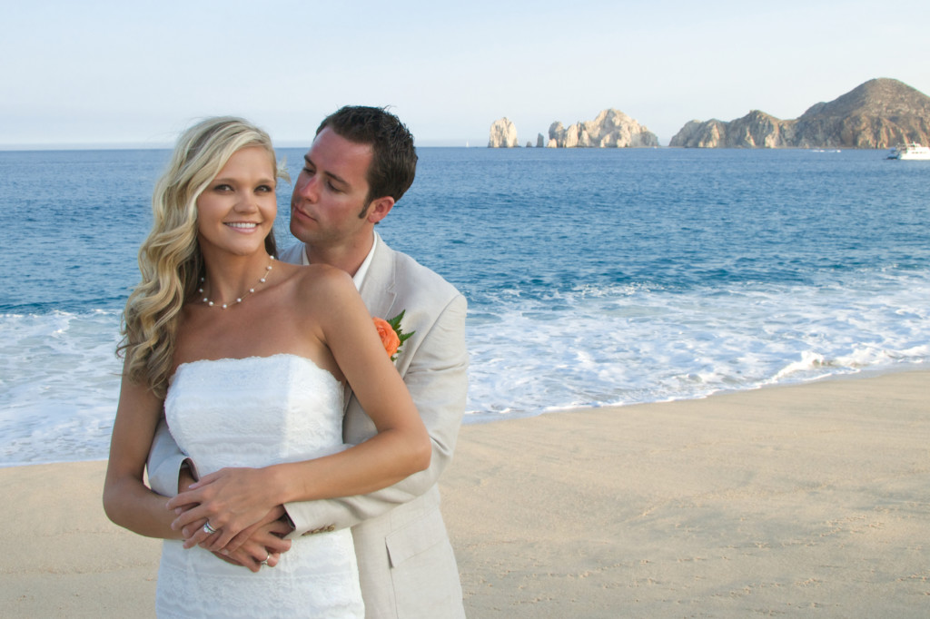 Lindsay and Dan McKenzie cabo destination wedding