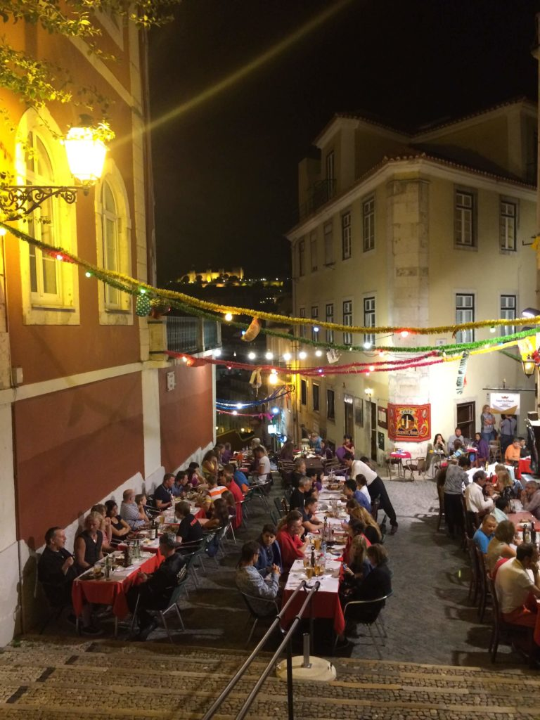 eating in lisbon at night