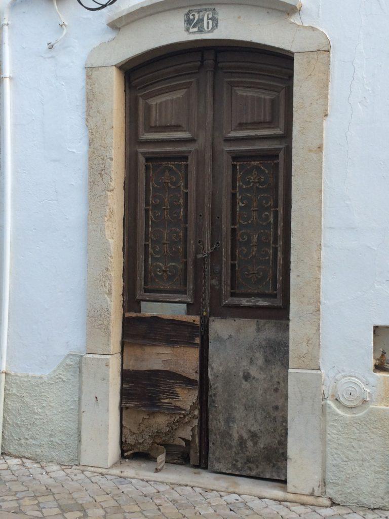 historic albufeira door