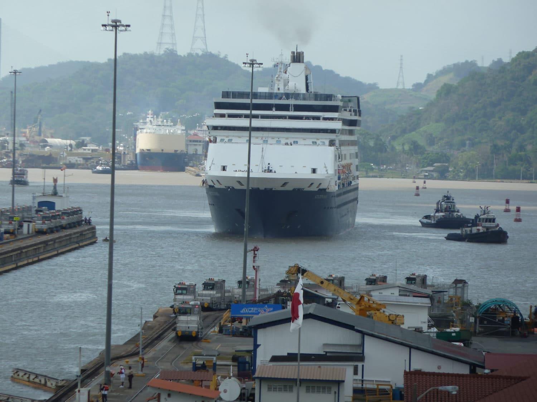 cruise ship approaching miraflores
