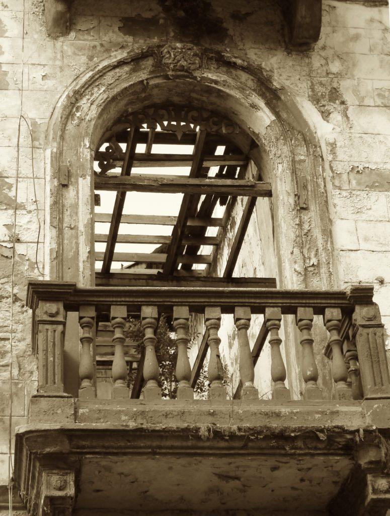 Window Arch in casco viejo