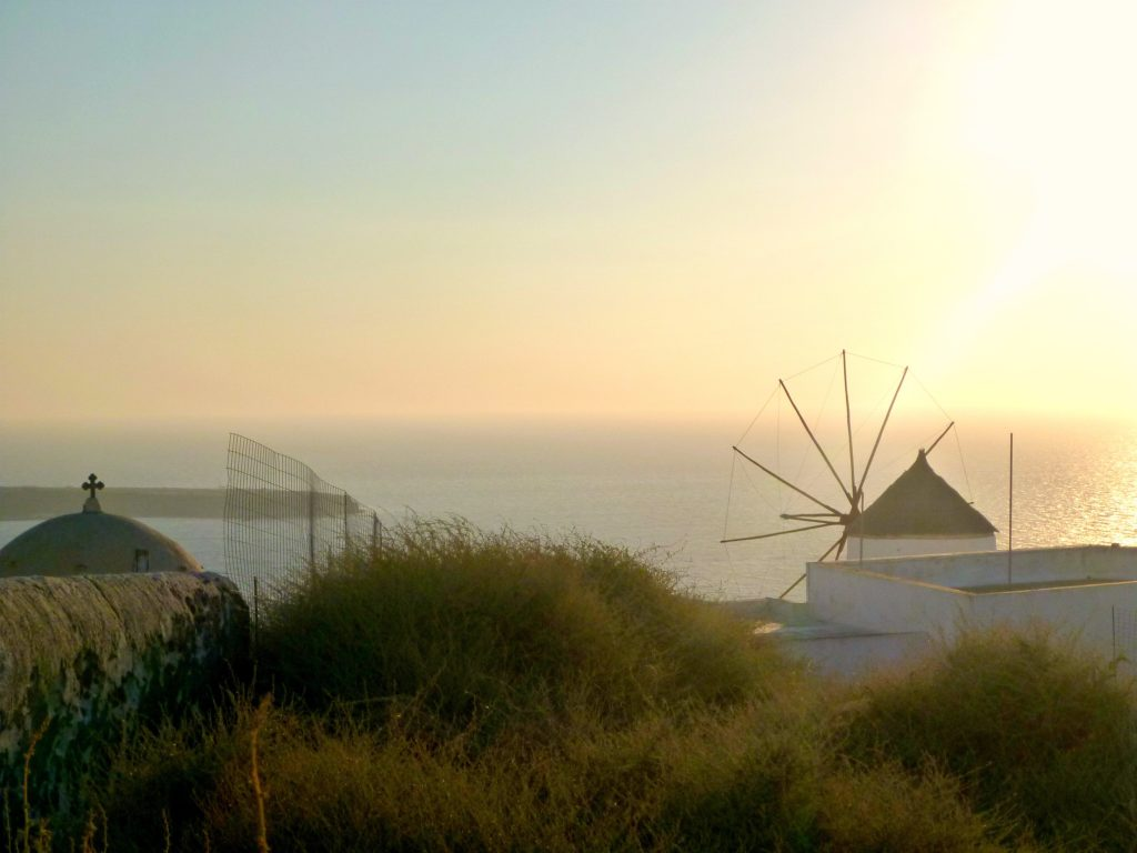 photo of the windmill in Oia