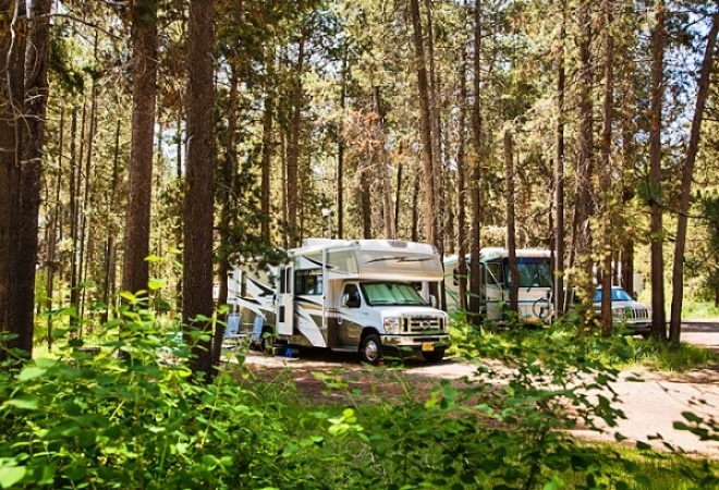 Motorhome parked at Sunriver Bend Oregon campground